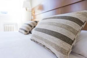 ストレートネックの治し方-寝るときの枕のえらび方は?